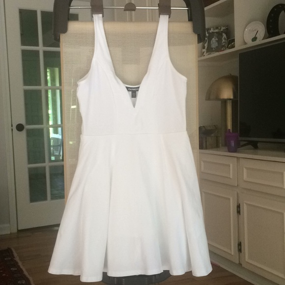 863f3d2db8ba Express Dresses   Skirts - White Deep V-Wire Fit And Flare Skort Dress Small